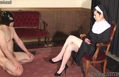 face sitting,foot fetish,slave,