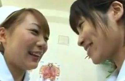 kissing,lesbians,