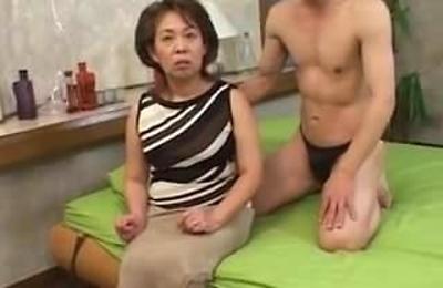cfnm,hot mature,hot milf,moms,
