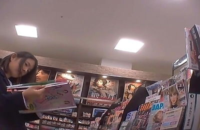 hidden cams,teenager,upskirt,upskirts,