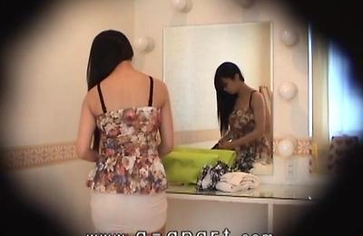 hidden cams,skirt,slender,upskirts,voyeur,